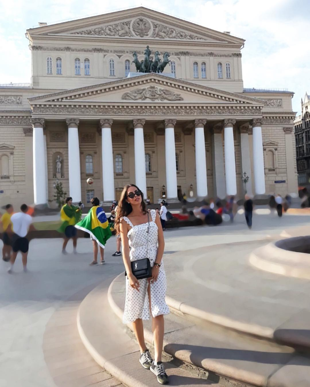 Marija Egelja ispred Baljšoj teatra u Moskvi