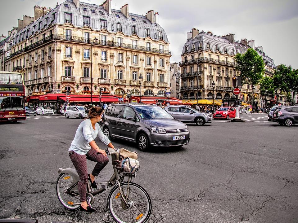 Od jula 2016. godine svim vozačima automobila napravljenih pre 1997. godine nije dozvoljeno da voze po centru grada radnim danima