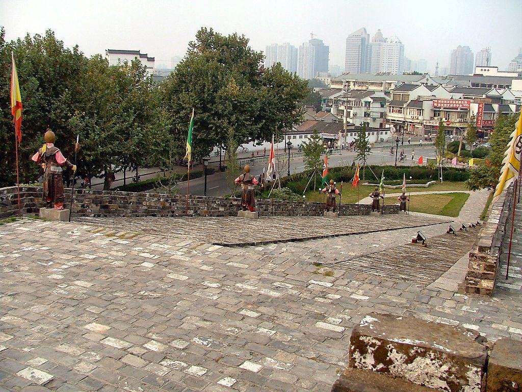 Iako su se u Nankingu vodili brojni ratovi, Zid je uporno odolevao svim sukobima