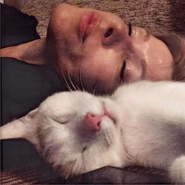 Tanja Tatomirović s mačkom