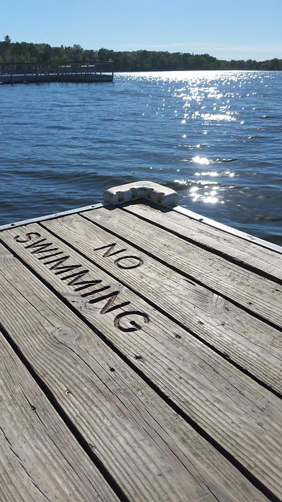 Opasnost, plivanje, znak upozorenja