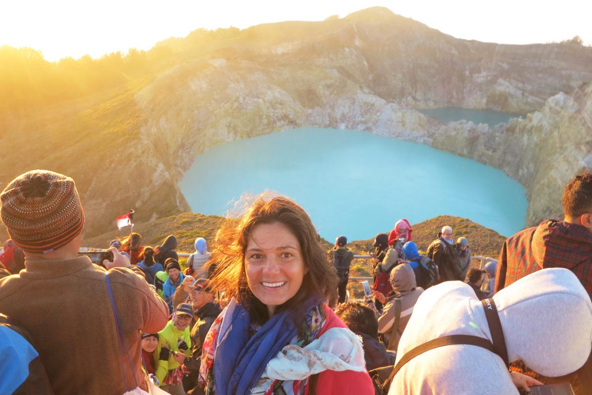 Jelena Ranković pije prvu jutarnju kafu na vrhu vulkana Kelimutu u Indoneziji