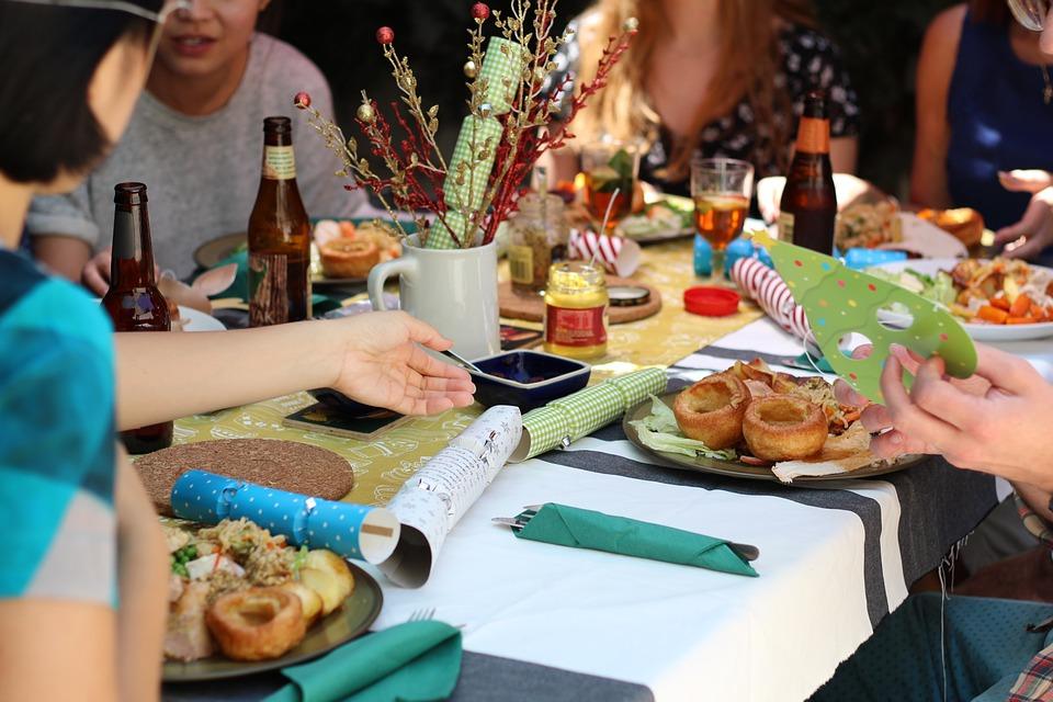 Prijatelji, ručak, zabava, proslava