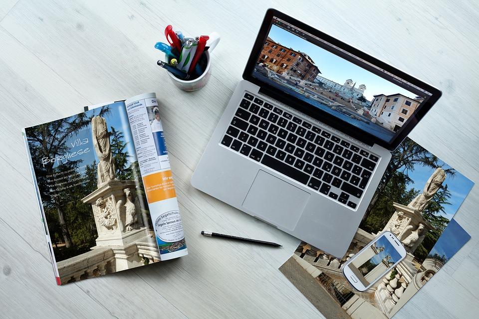 laptop mapa putovanja
