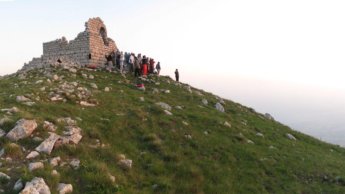 Srušena kapela na vrhu Rtnja