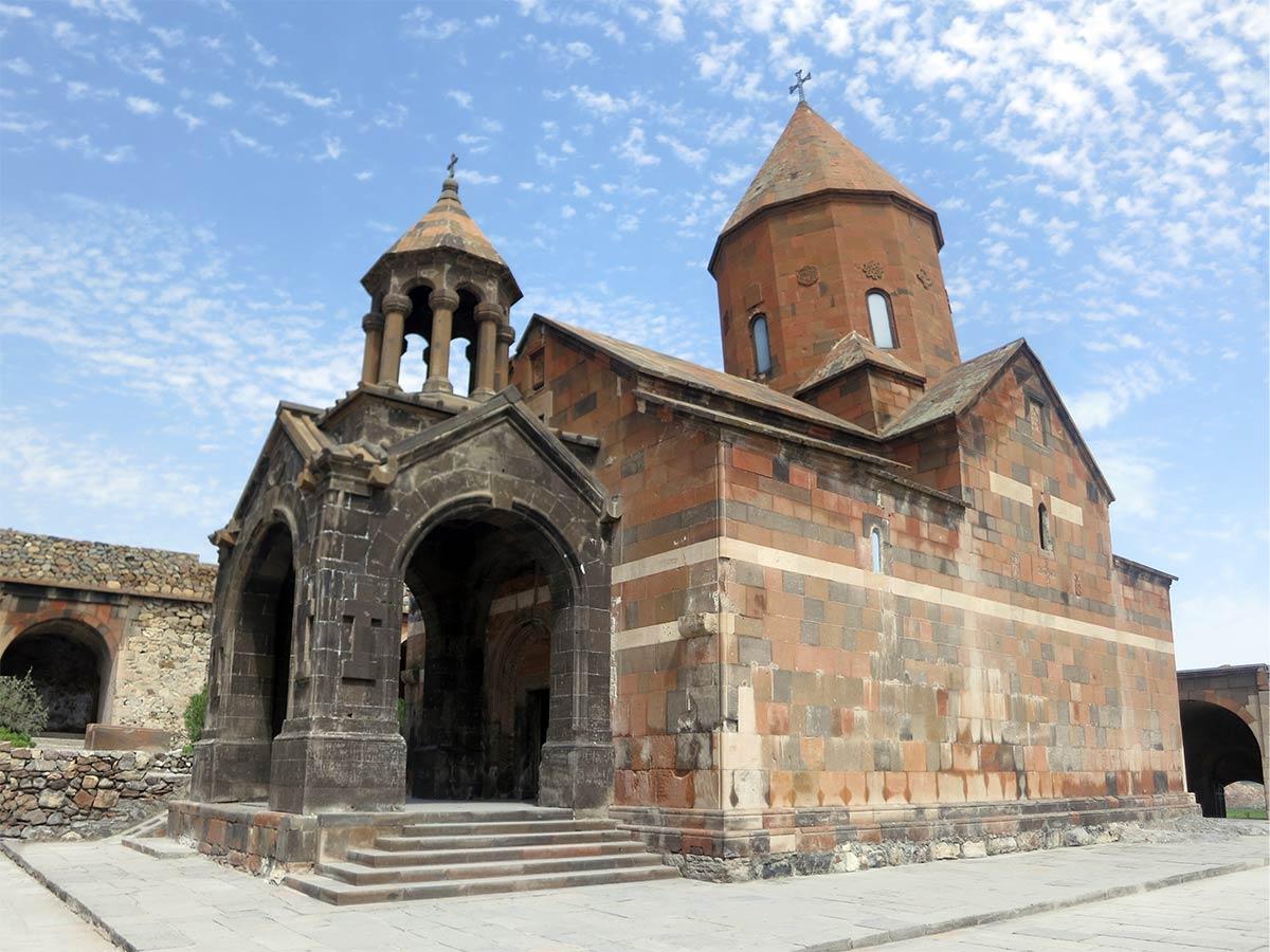 """Hor Virap, manastir koji u prevodu znači """"duboka rupa"""", sa koga se pruža pogled na Ararat. Foto: Uroš Nedeljković"""