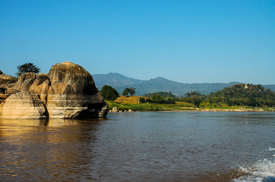 Opstanak Mekonga, najduže reke u Indokini, ugrožen je izgradnjom 50 brana, koje će izazvati poplave i uticati na živote miliona ljudi