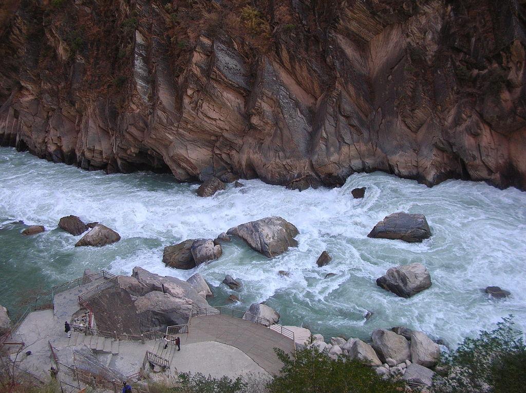 Opis šetnje iznad ovakvog kanjona može da zanima samo one koji se izuzetno plaše visine i ljubitelje kanjona - sa trećom grupom ljudi nemojte da se trudite