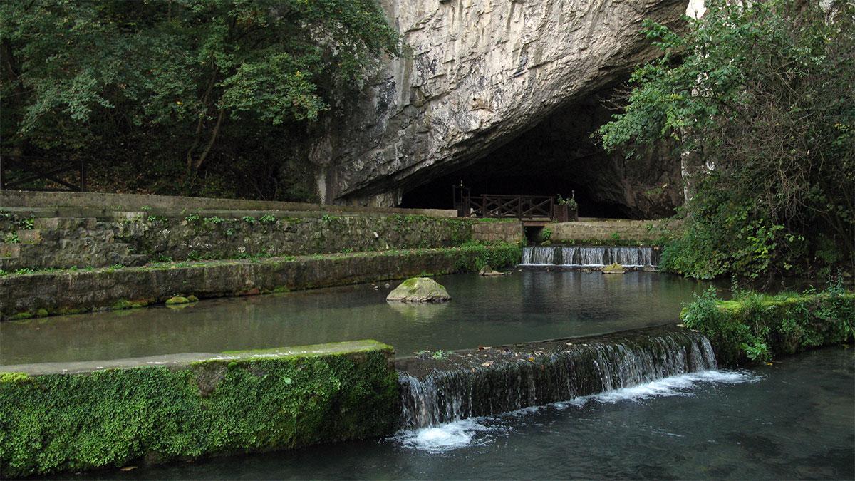 Ulaz u Petničku pećinu
