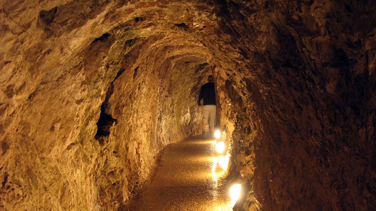 Uređena staza za posetioce u Resavskoj pećini