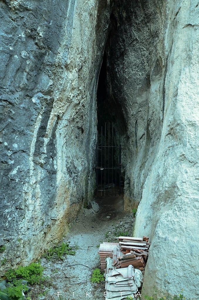 Ulaz u Hadži Prodanovu pećinu