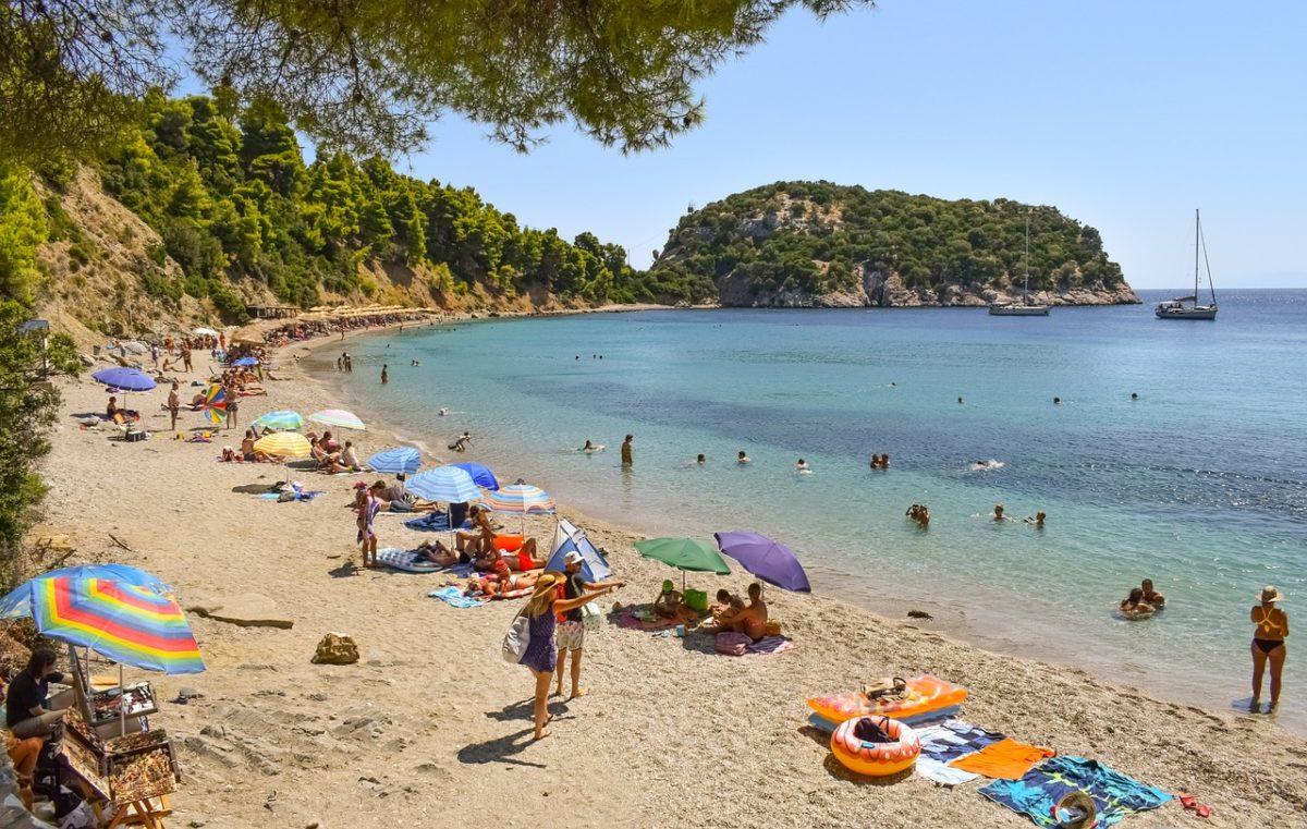 Samo retki nađu retke gužve na plažama Skopelosa