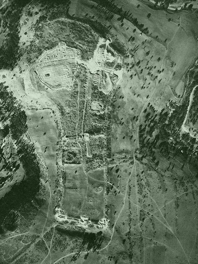 Lokalitet Caričin grad snimljen iz aviona 1937. godine (Vojnogeografski institut)