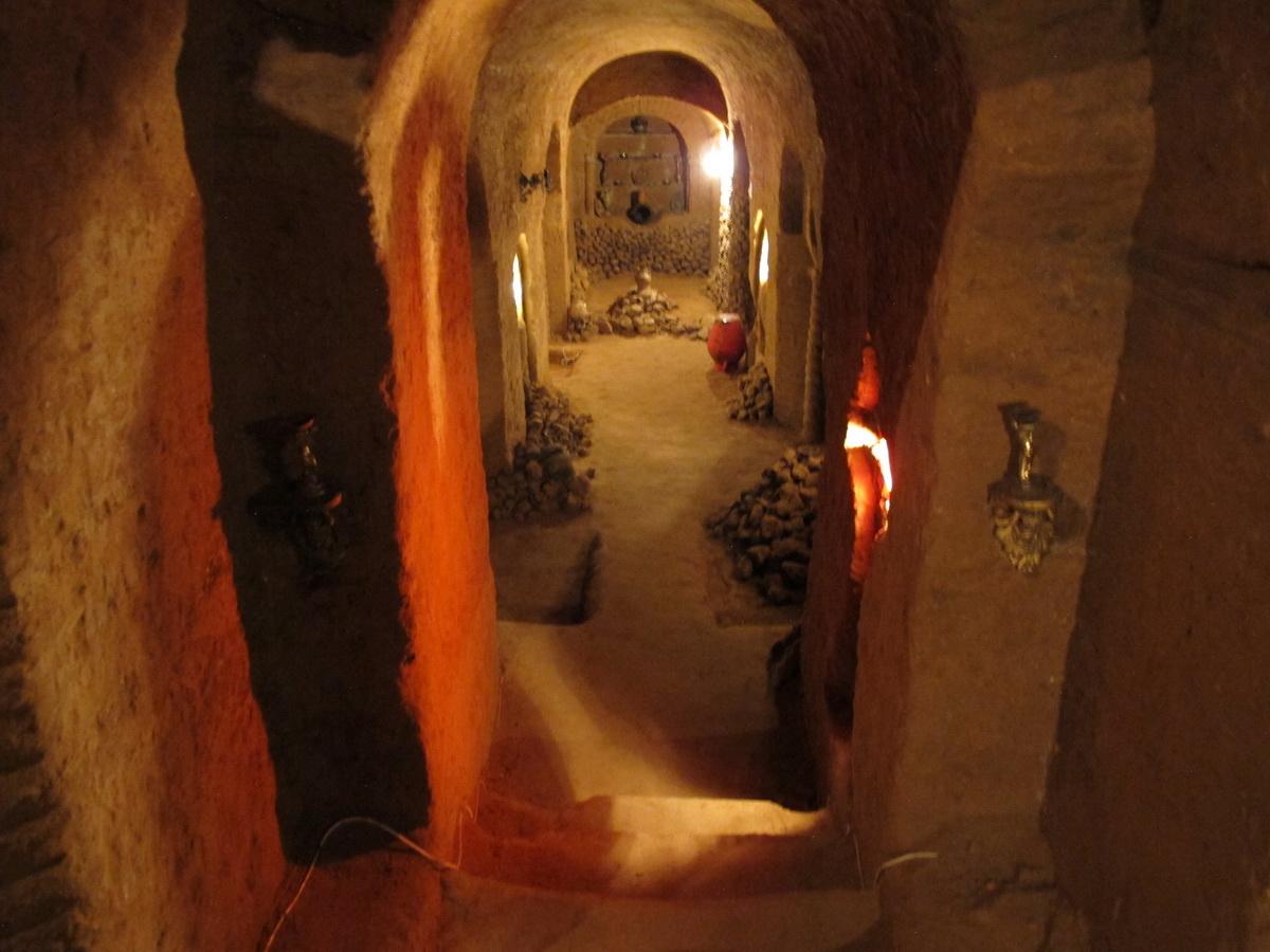 Hodnik i oltar