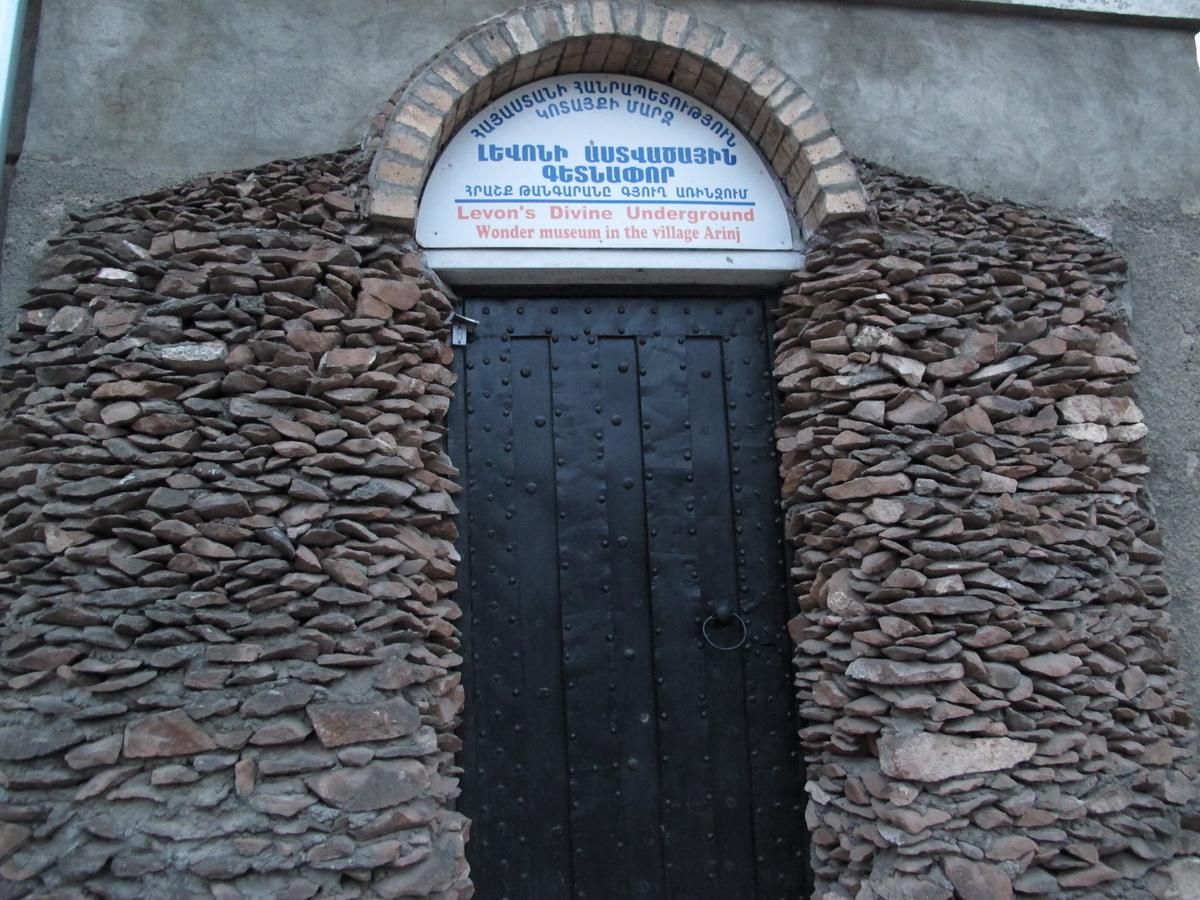 Ulaz u Levonov muzej u selu Arindž