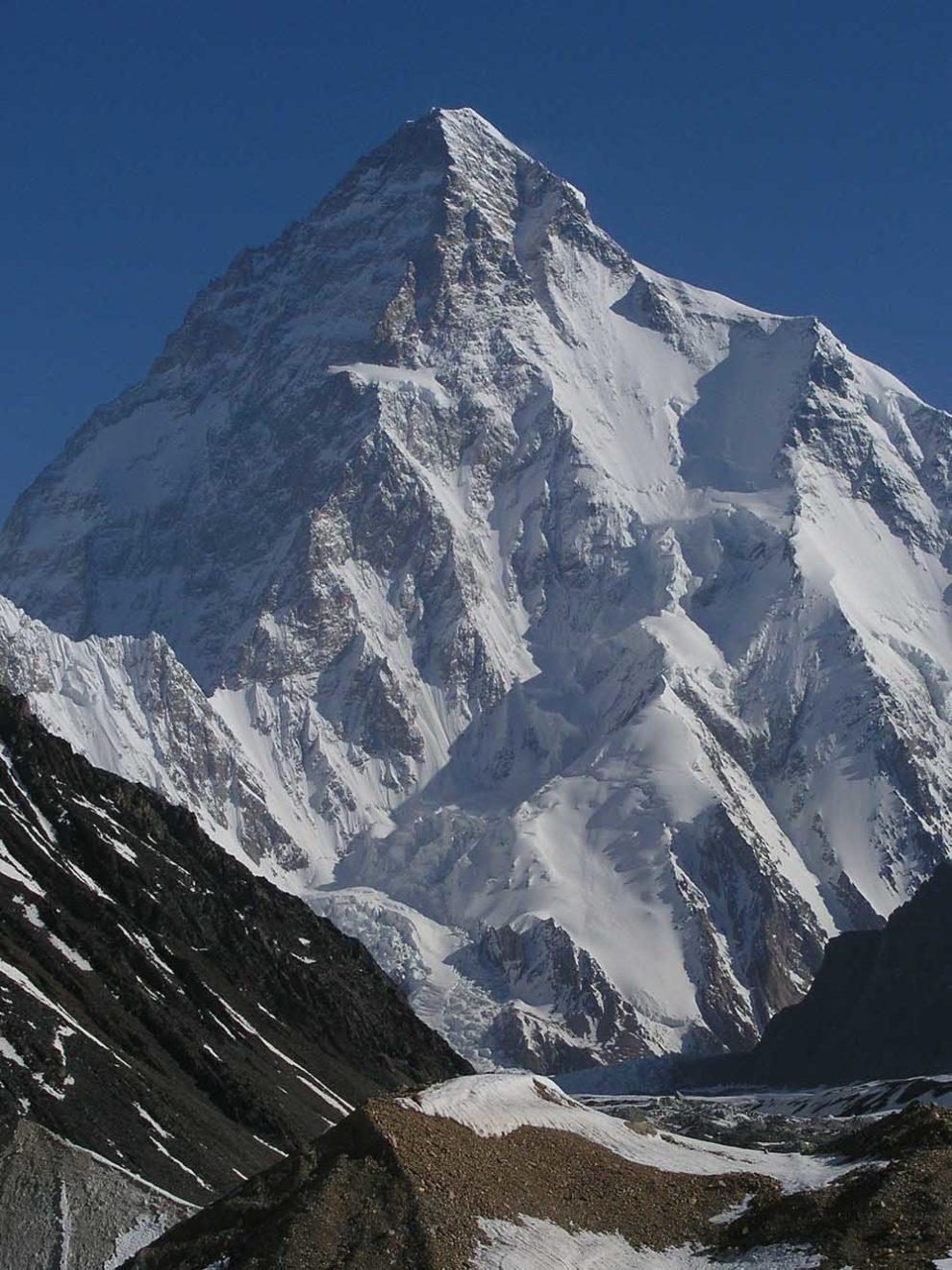 u Pakistanu se nalazi čuvena himalajska planina K2 koja je visoka 8.611 metara nadmorske visine što je čini drugim po visini planinskim vrhom na zemlji i proteže se preko granice Pakistana i Kine u regionu Kašmir - foto: AdamJacobMuller / Wikimedia