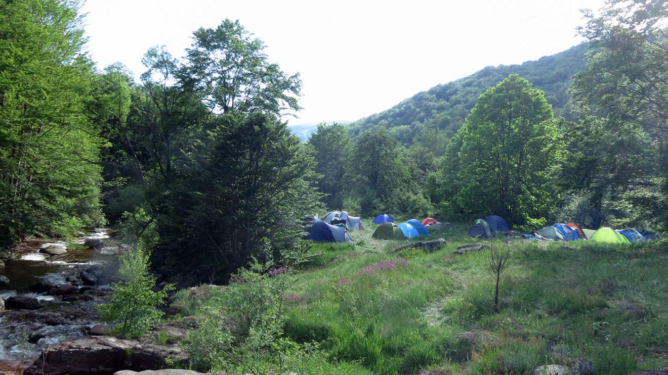 Bez vode nema kampovanja, a najbolje je da spavate pored vode u prelepoj prirodi, foto: Uroš Nedeljković