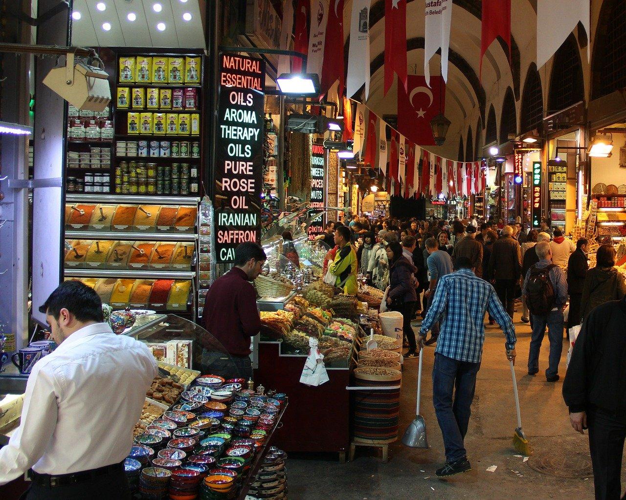 Kapali čaršiju u Istanbulu dnevno poseti između 250.000 i 400.000 posetilaca dnevno