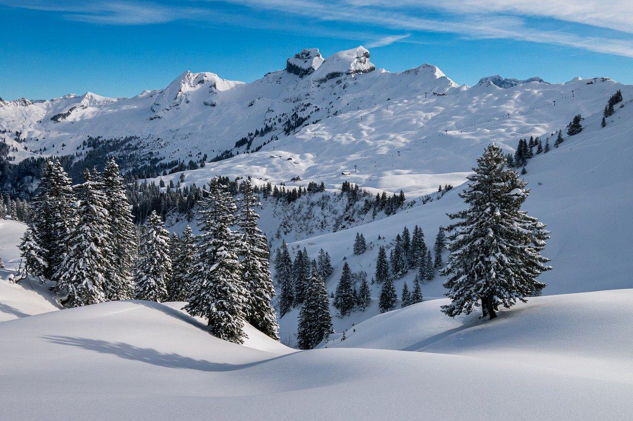 """Kao """"snežno pouzdano"""" skijalište smatra se ono koje može da pruži 100 skijaških dana tokom sedam od deset zimskih sezona, sa najmanje 30 centimetara prirodnog snega, ali toga je sve manje"""