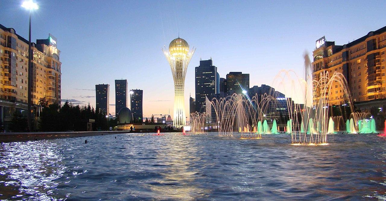 Nur Sultan glavni je grad Kazahstana od 1997. godine. Do ovog vremena grad u srcu Kazahstana nije bio od većeg značaja, a tada ga je predsednik Nursultan Nazarbajev proglasio za novu prestonicu umesto grada Almati. U martu 2019, doneta je odluka o preimenovanju Astane u Nur Sultan, po Nursultanu Nazarbajevu. Za Srđana Šajnovića ovaj grad je apsolutni besmisao. Foto: Алексей Тараканов / Wikimedia, Flickr