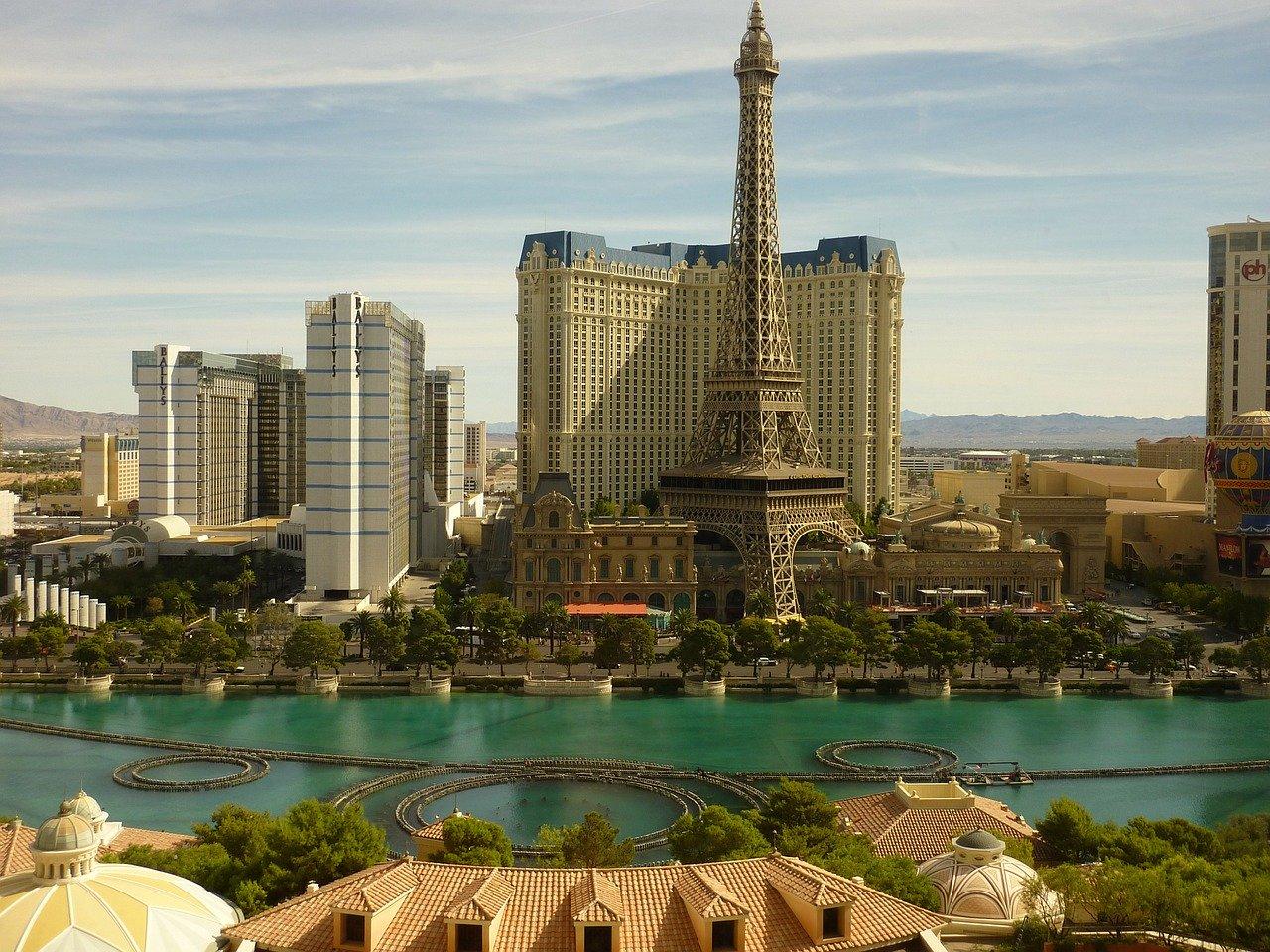 Las Vegas je po rečima Anje Stanišić Bokić po noći još i đene-đene, ali ako ako njime proštetate trezni preko dana očekuje vas kartonski spektakl