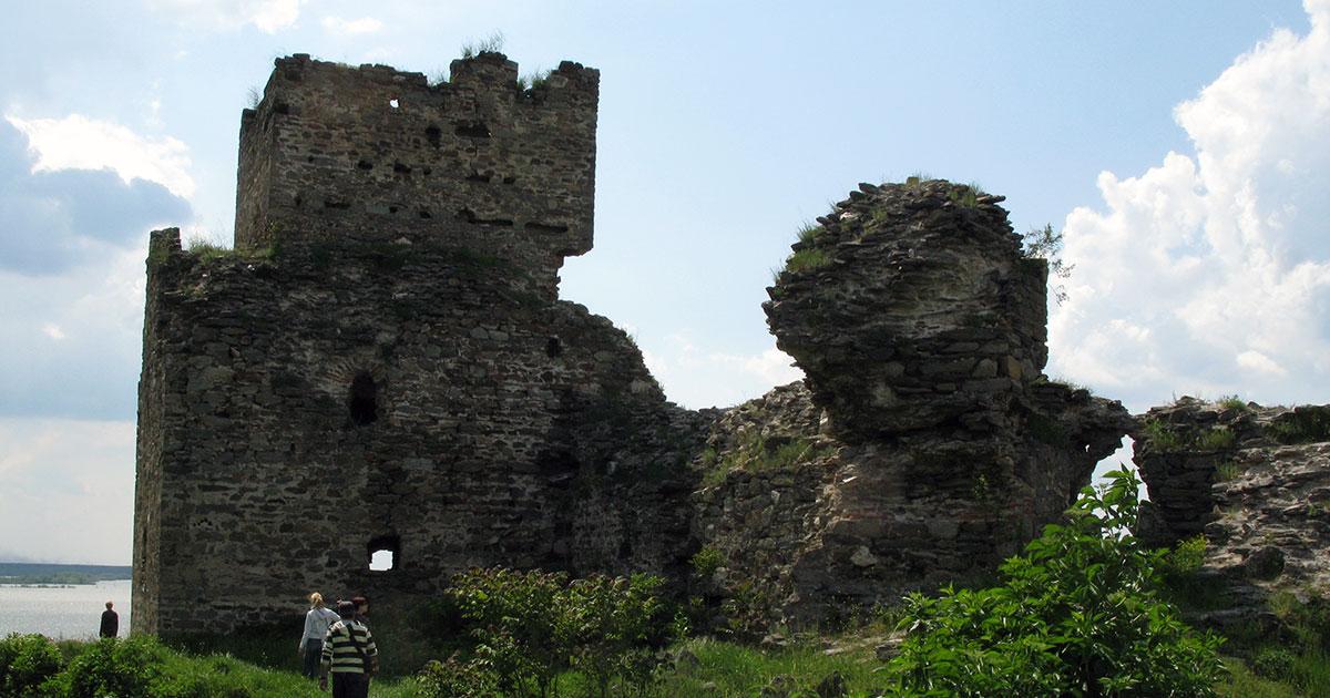 Žika nije mogao da gleda tvrđavu u ovakvom stanju te je pokrenuo inicijativu za obnovu Rama, foto: Uroš Nedeljković (2008.)