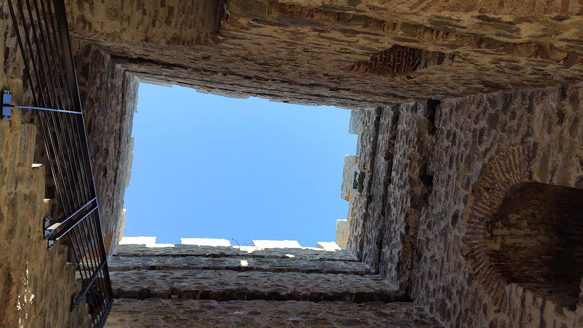 Dobro je obezbeđeno, sada je mnogo teže da se neko sa tvrđave strmekne, foto: Uroš Nedeljković