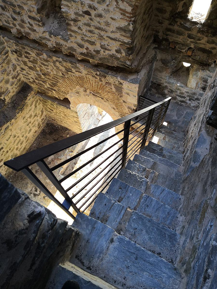 Splet kamenih stepenica i prolaza u donžon kuli, foto: Uroš Nedeljković
