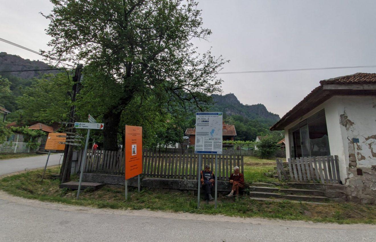 Skretanje ka drevnom groblju u selu Borač i Boračkom kršu, kao i svakodnevnica u selu, foto: Uroš Nedeljković