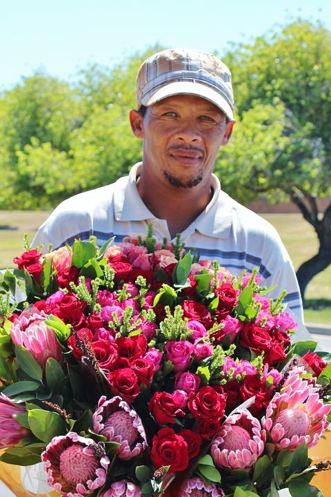 čovek, žena ili dete prilaze vama i vašoj devojci i nude vam ružu, nabacujući vam osećaj krivice ukoliko za svoju izabranicu ne kupite tu divnu ružu, za koji mnogi opravdano sumnjaju da potiču sa groblja