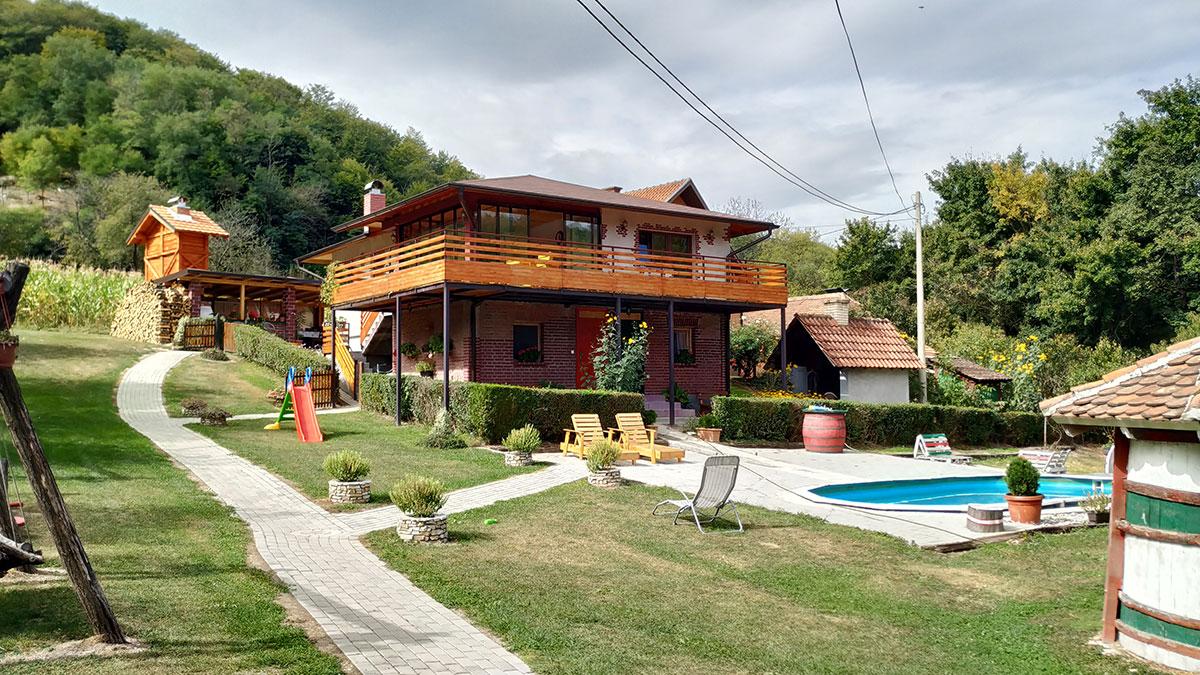 Mali raj za vikend odmor u Srbiji: Lozanjska terasa