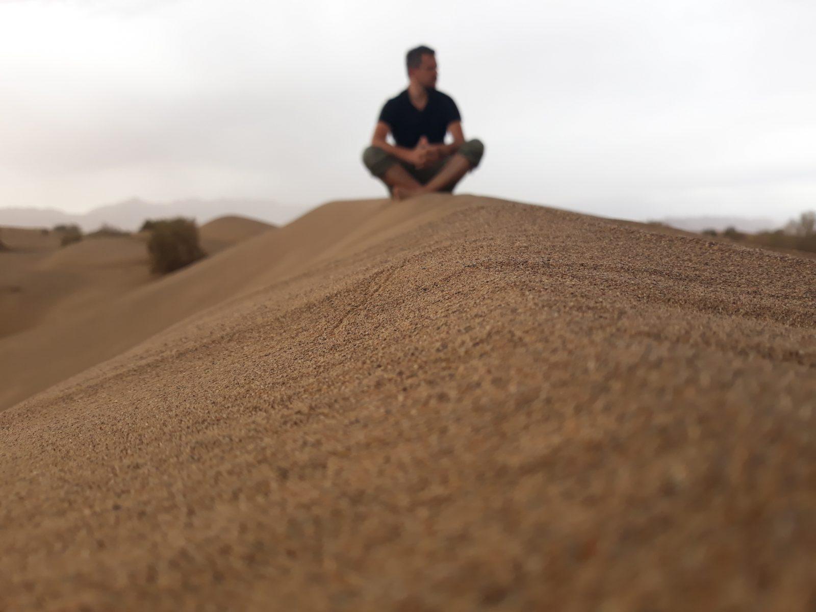 Mesr pustinja u Iranu. Prepostavljamo da je fotografija nastala pre razbijanja telefona
