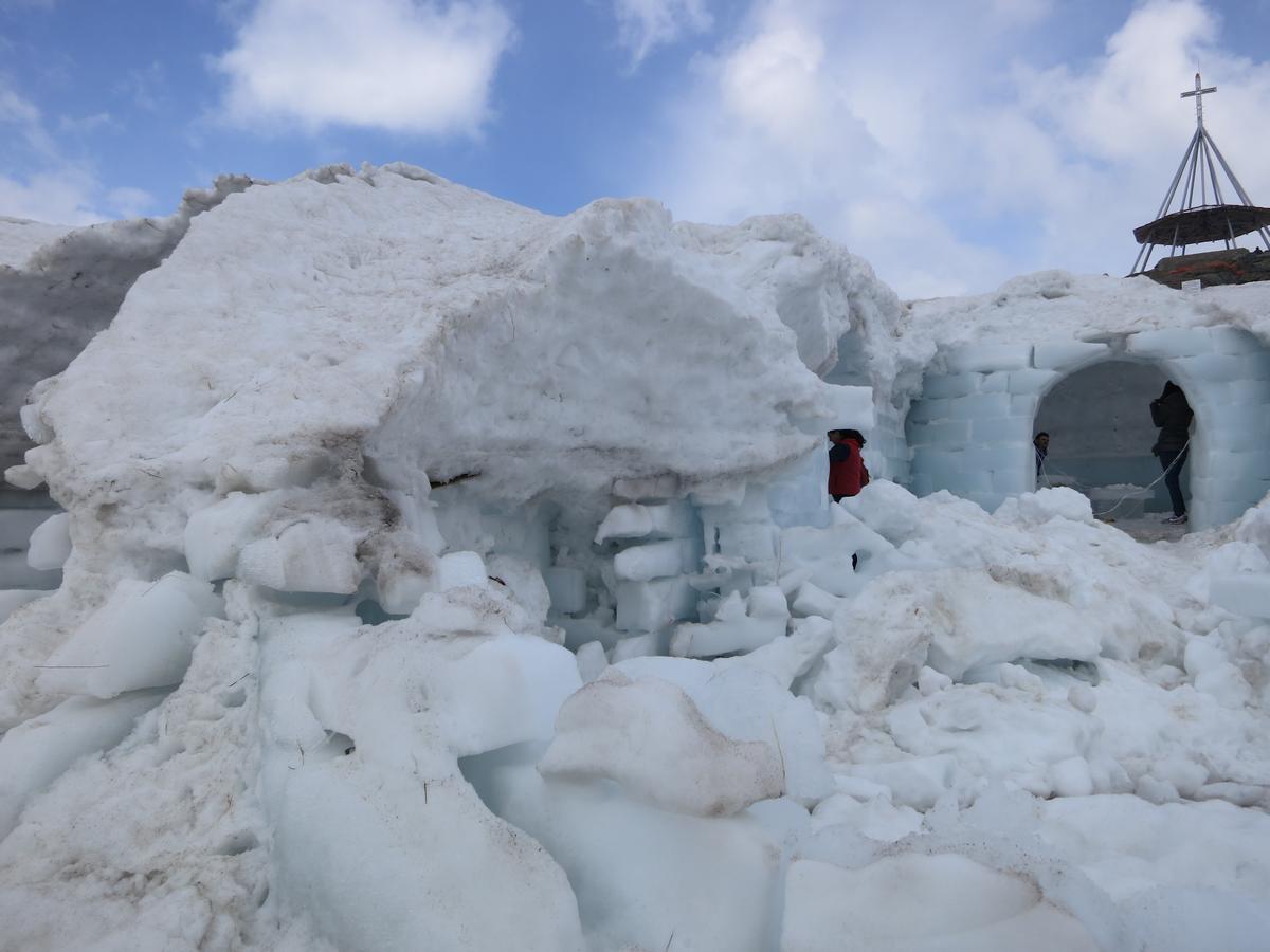 Ostaci ledenog hotela na vrhu, foto: Uroš Nedeljković