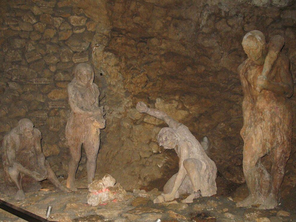 Pećinski ljudi iz Risovačke pećine, foto: Dragan Antić, Wikimedia
