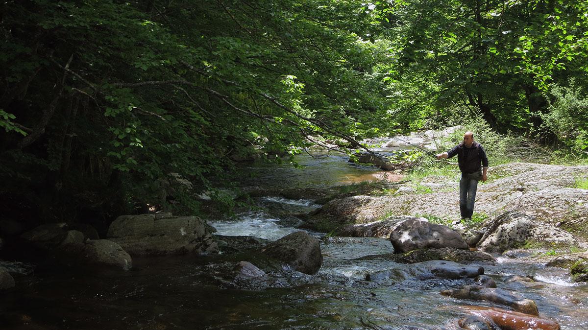 Pecanje na Dojkinačkoj reci u Arbinju na Staroj planini, foto: Uroš Nedeljković