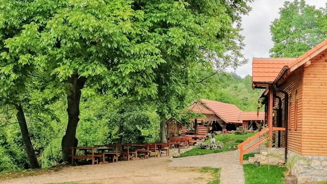 Kafana u selu Vrmdža