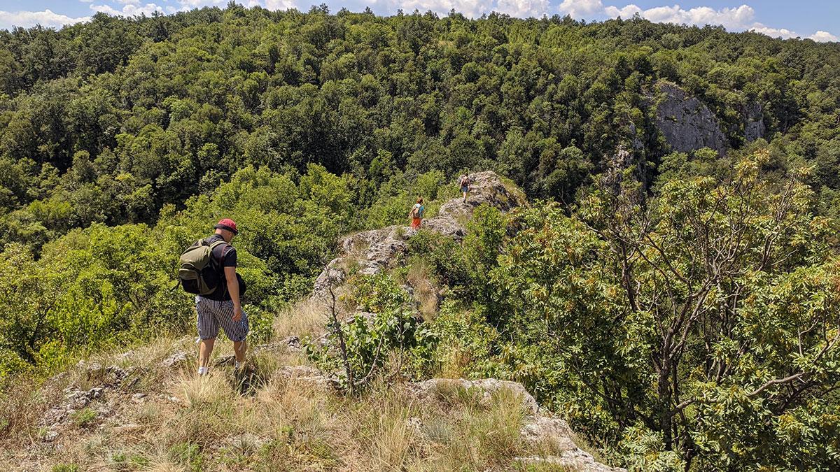 Put ka drugom vidikovcu i hodanje po grebenu. Foto: Uroš Nedeljković